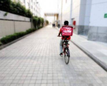 zomato delivery boy